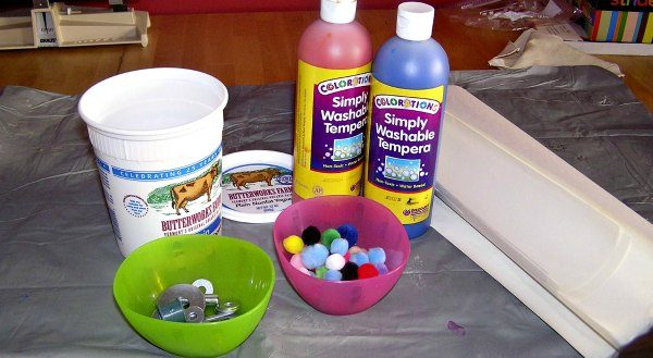 Supplies for shaken container painting.