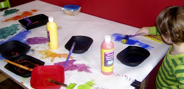 Open ended art project for kids - paint on the table
