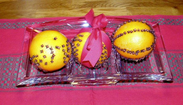 Pomanders - a fun fine motor activity for kids during the holidays