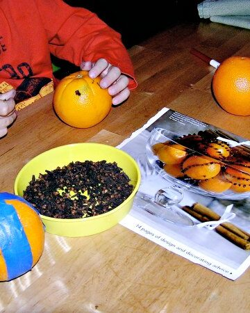 Pomanders - a fun holiday activity for kids
