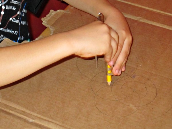 Drawing with a compass: kids geometry activity