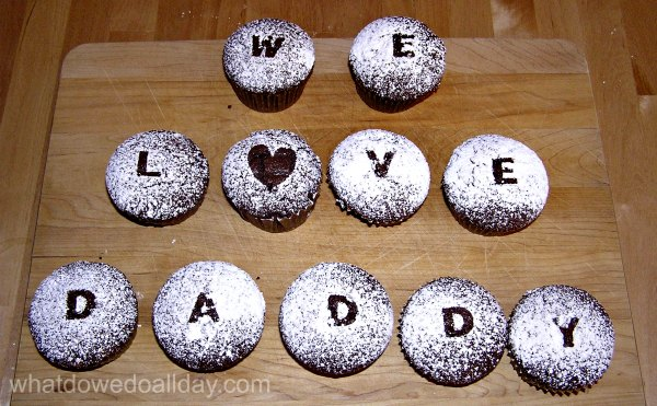 How to decorate cupcakes without frosting.