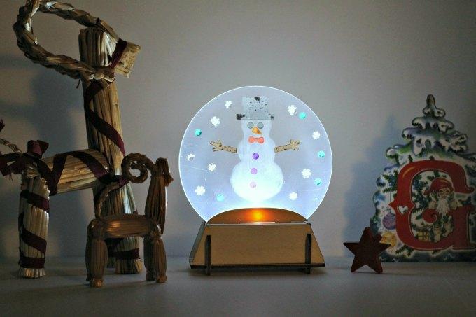 Make a LED holiday luminary. STEM Christmas craft for tweens.