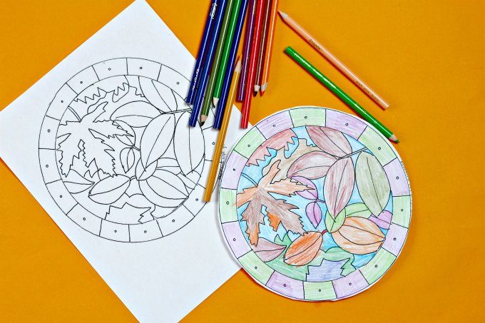 Leaf suncatcher coloring page and free printable template for a suncatcher